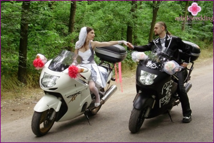 The image of the groom on motosvadbe