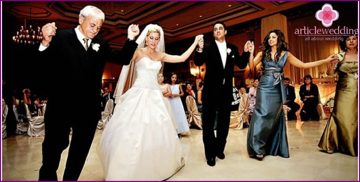 Dance on the Greek wedding