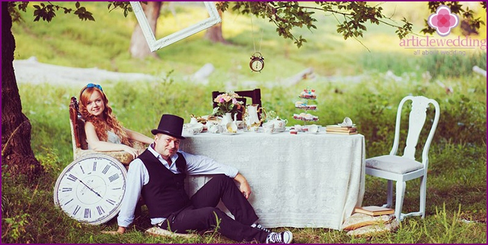 A wedding in the style of Alice in Wonderland