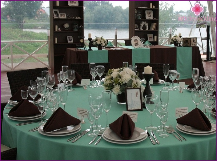 Wedding banquet in the mint-chocolate color