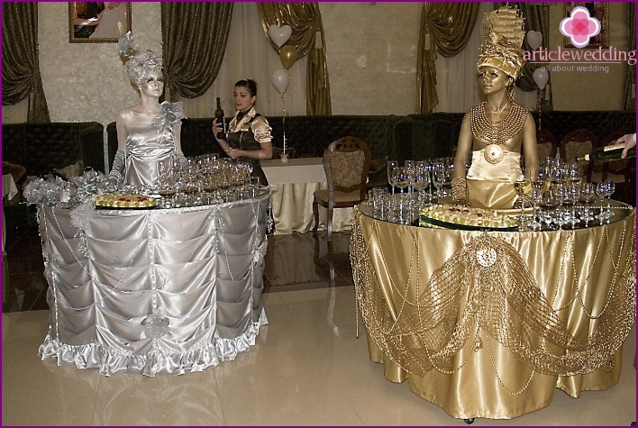 Wedding tables with live sculptures
