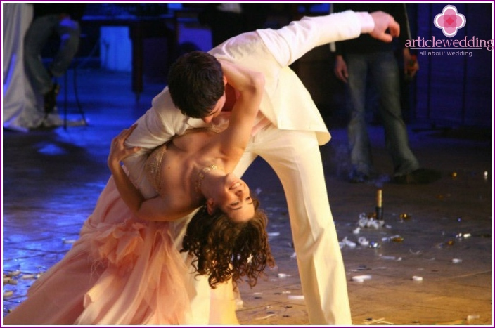 Beautiful dance number newly spouses