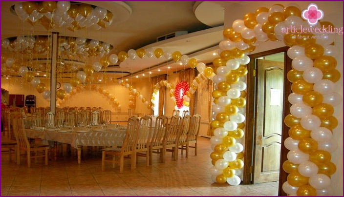 Garlands and arches