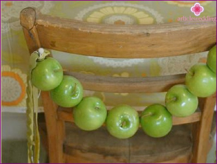 Apple garland for the autumn wedding