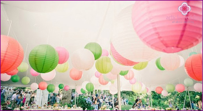 Paper lanterns - charming decorations for weddings