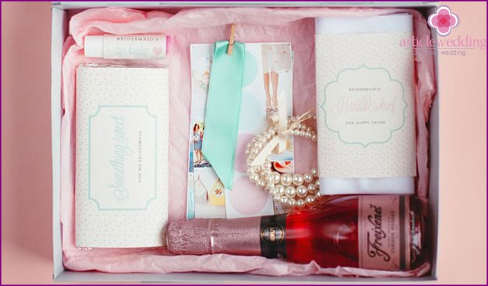 Invitation to hen party with gifts