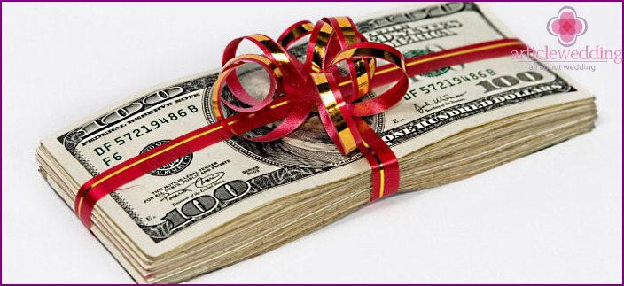 Money as a wedding gift to newlyweds