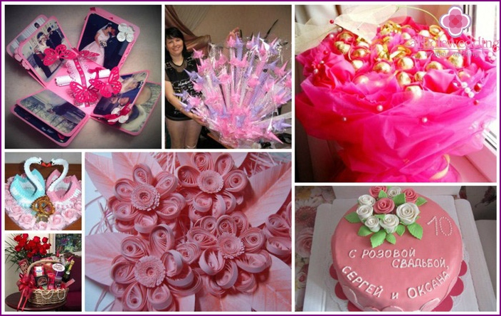 Gifts with their hands on a pink wedding
