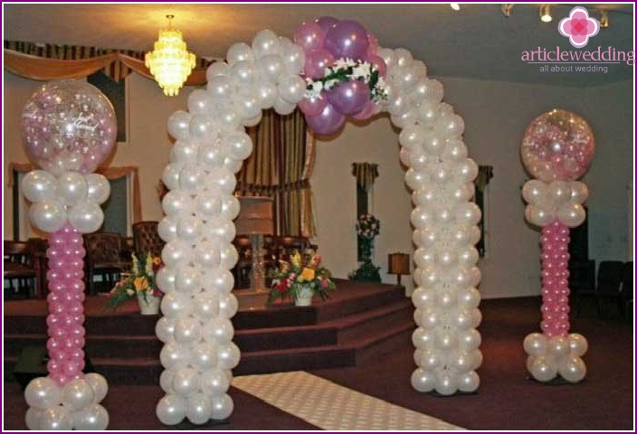Arch with balloons