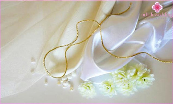 Materials and tools for satin bridal handbags