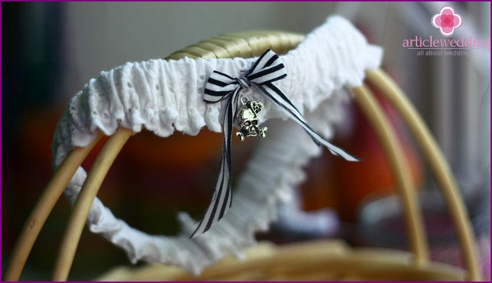 Garter on the wedding with skulls