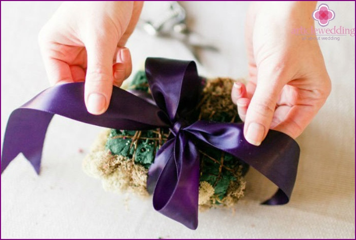 Tie a bow from satin ribbon