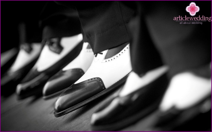 Elegant shoes for men at a wedding