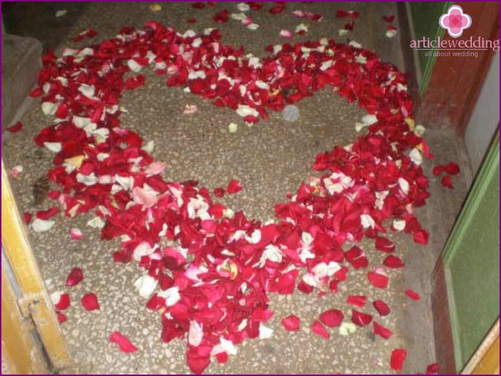 Decorating the floor in the entrance of rose petals
