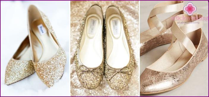 Models golden shoes