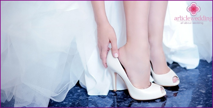 Bride shoes a celebration