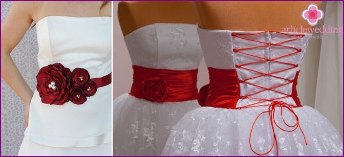Vestido de novia blanco con cinturon rojo