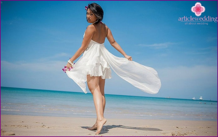 Decorating for the legs on a beach wedding