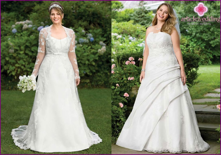 Wedding dress with pleats on the skirt