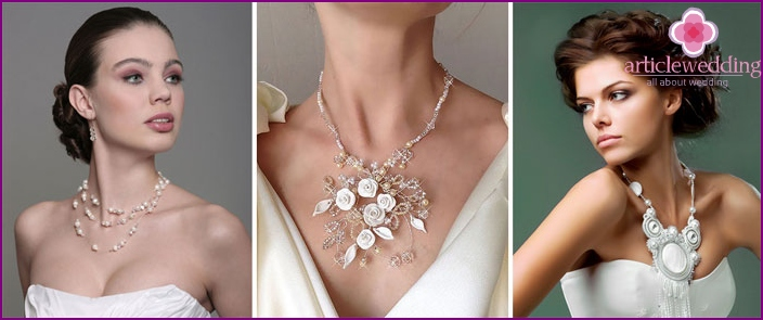 The combination of necklaces and wedding dress of the bride