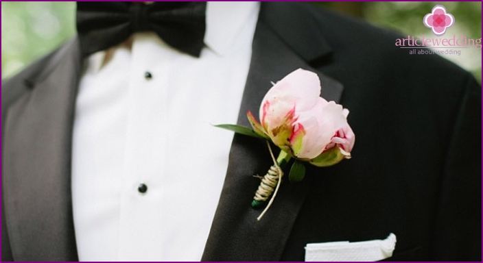 Propionic boutonniere for the groom