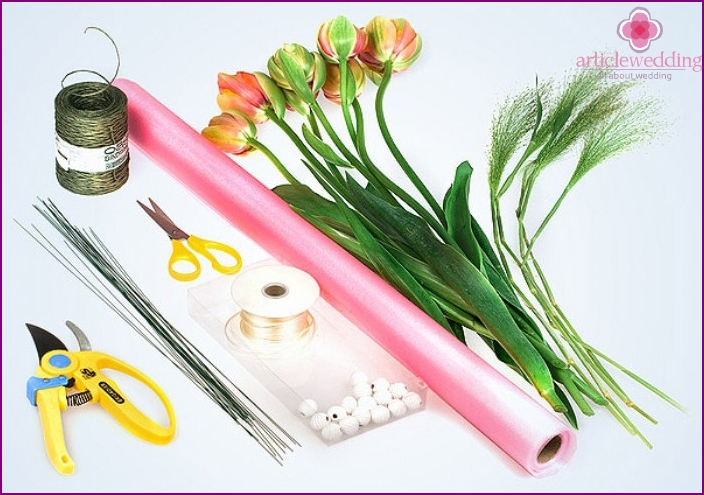 Accessories to create a wedding bouquet with their hands