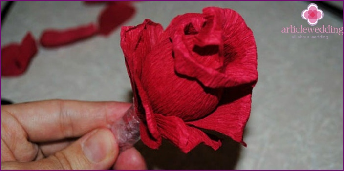 Finished rose from corrugated paper