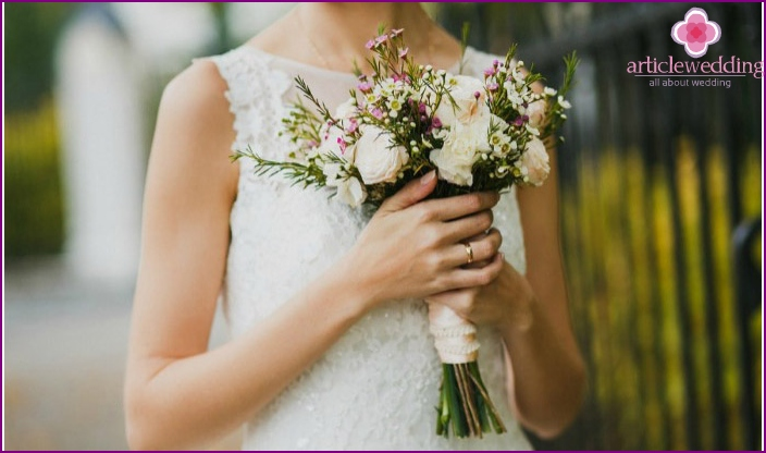 The bride with a delicate bouquet