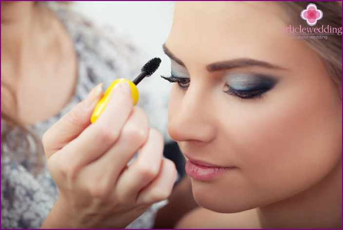 How to apply makeup on a round face