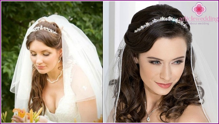 Photo accessories in the packing - tiara and veil