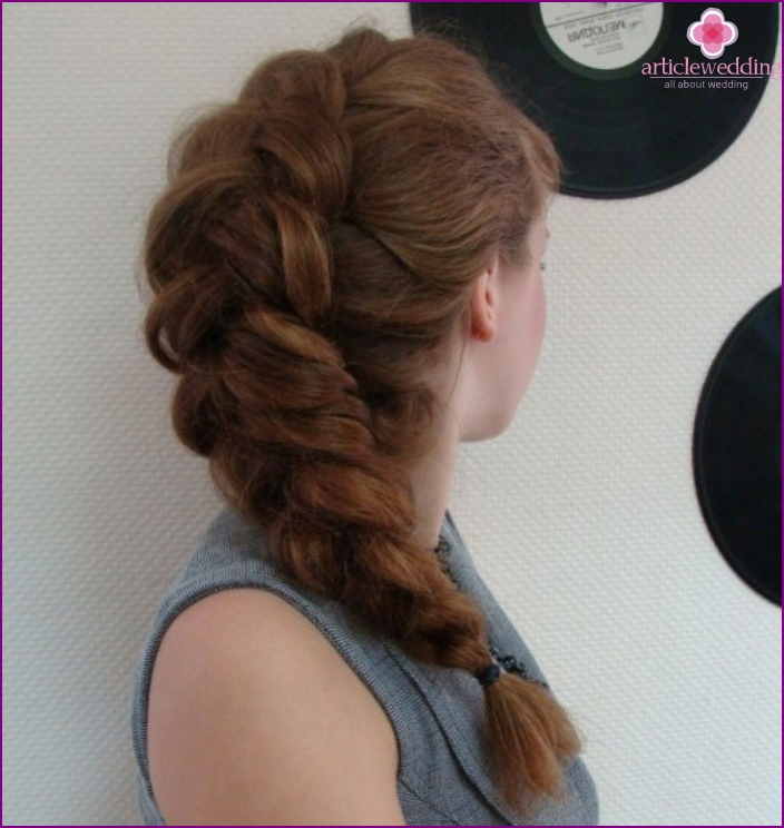 Bride Hairstyle: beautiful French braiding