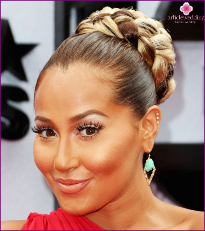 Bride Image: Italian style hair braiding