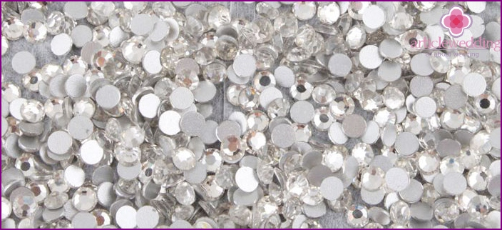 Types rhinestones for wedding manicure