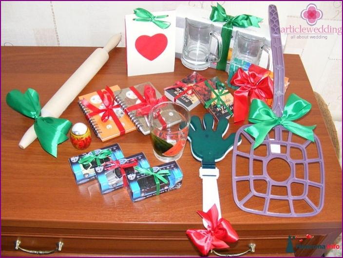 Прикольные подарки гостям за конкурсы