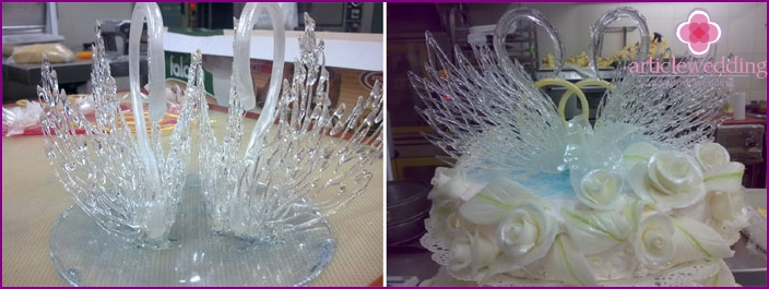 Caramel figurines swans for wedding dessert
