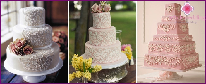 Lace pattern on a wedding cake