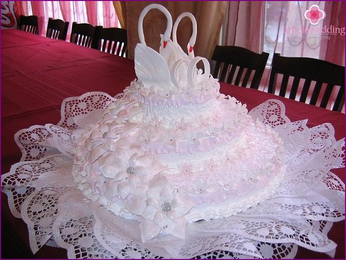 Cake yoghurt on the wedding