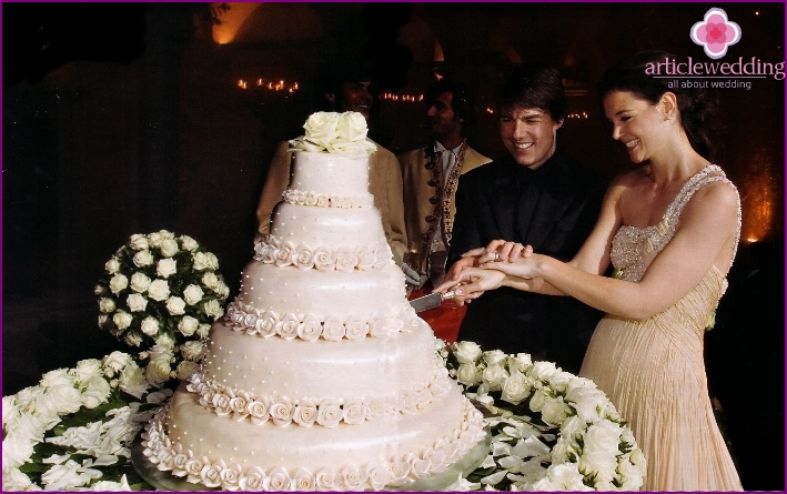 Cruise, Katie Holmes and wedding cake