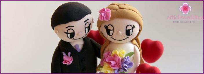 Figures groom and bride of Love