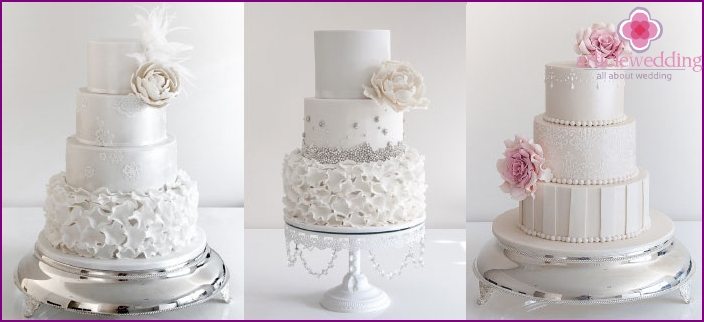 Decorative stand for the three-tiered cake