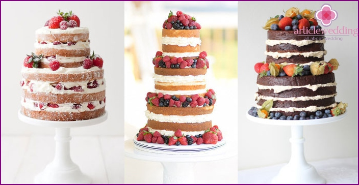 Three-tiered cakes without filling