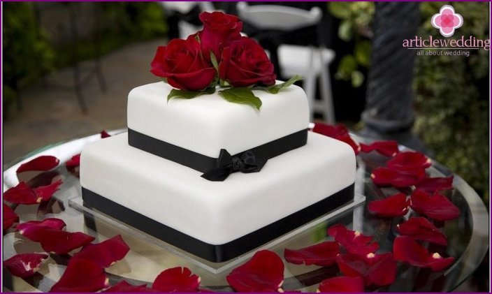 Wedding cake with mastic