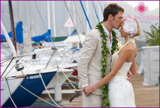 Wedding cruise on a yacht