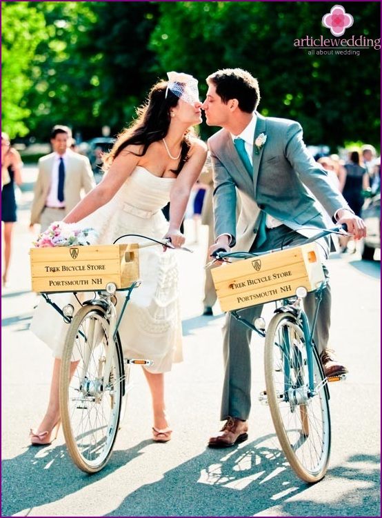 Happy newlyweds on wheels