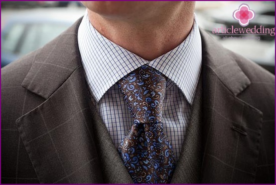Tie to match the suit