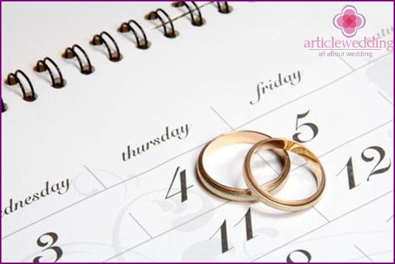 Weekday or weekend wedding