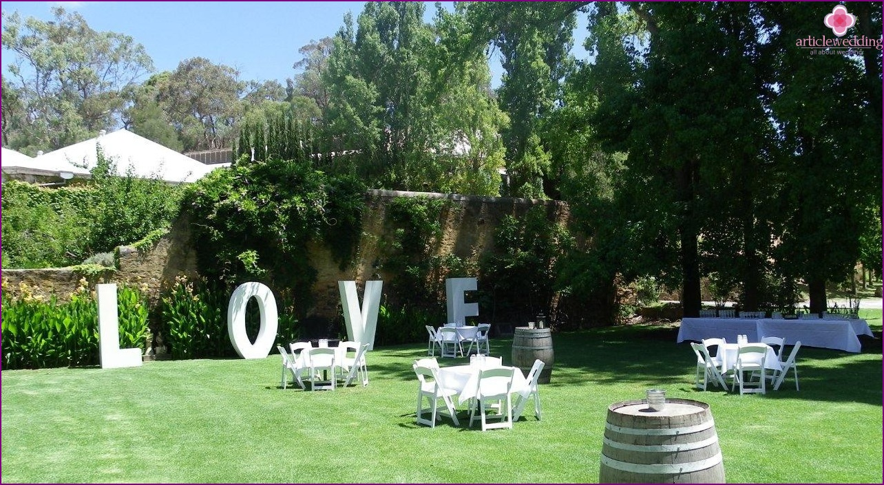 Volume letters in a wedding decor