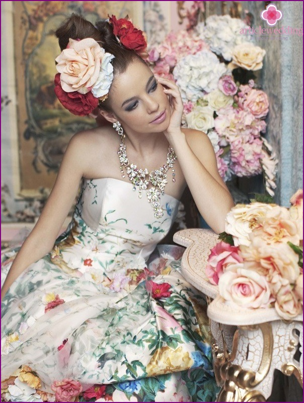 Floral print in the image of a bride
