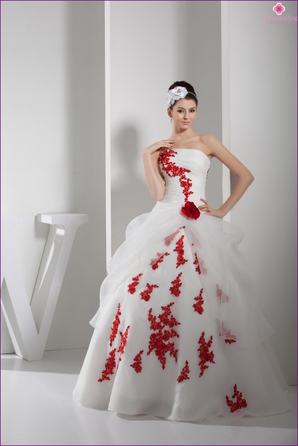 Wedding outfit embroidered with flowers and rhinestones