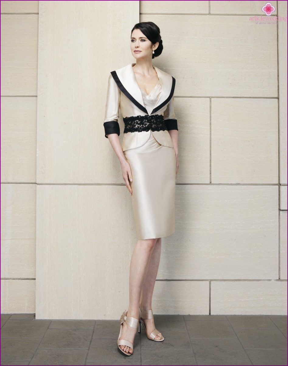 Luxurious outfit for mom of the bride and groom